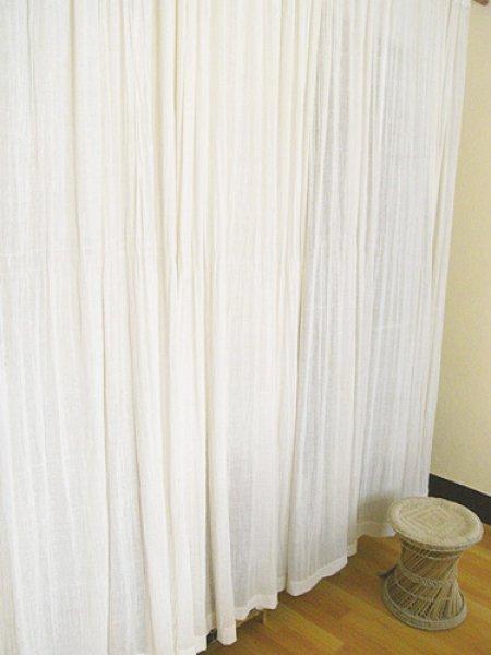 画像1: カーテン布[インド綿布]180cm巾×0.7M【訳アリ】 (1)